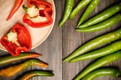 Φρέσκο πιπέρι κουδουνιών και πράσινο πιπέρι Στοκ φωτογραφίες με δικαίωμα ελεύθερης χρήσης