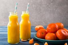 φρέσκο πορτοκάλι χυμού επάνω από το απομονωμένο tangerine χυμού λευκό όψης Στοκ εικόνα με δικαίωμα ελεύθερης χρήσης