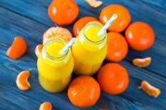 φρέσκο πορτοκάλι χυμού επάνω από το απομονωμένο tangerine χυμού λευκό όψης Στοκ φωτογραφίες με δικαίωμα ελεύθερης χρήσης