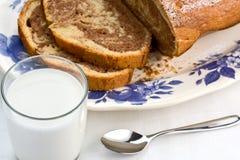 Γάλα και Plumcake Στοκ Φωτογραφίες