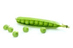 φρέσκο πράσινο απομονωμένο λευκό στούντιο φωτογραφιών μπιζελιών ανασκόπησης στοκ φωτογραφίες με δικαίωμα ελεύθερης χρήσης