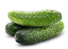 φρέσκο πράσινο απομονωμένο χορτοφάγο λευκό τροφίμων αγγουριών ανασκόπησης Ψαλιδίζοντας μονοπάτι στοκ φωτογραφίες