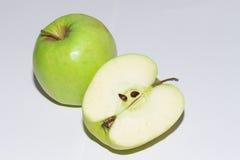 Φρέσκο πράσινο μήλο με το μήλο μισό #4 Στοκ Φωτογραφίες