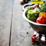 Φρέσκο πράσινο μπρόκολο και οργανικά λαχανικά Στοκ Φωτογραφία