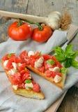 Φρέσκο σπιτικό τριζάτο ιταλικό antipasto αποκαλούμενο Bruschetta Στοκ φωτογραφίες με δικαίωμα ελεύθερης χρήσης