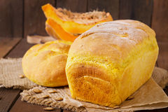Φρέσκο σπιτικό ψωμί κολοκύθας Στοκ Φωτογραφία