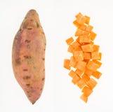 Φρέσκο σύνολο και περικοπή γλυκών πατατών στους κύβους Στοκ Εικόνες