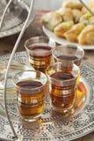 Φρέσκο τουρκικό τσάι σε έναν δίσκο τσαγιού Στοκ φωτογραφίες με δικαίωμα ελεύθερης χρήσης