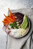 Φρέσκο υγιές χορτοφάγο κύπελλο για το μεσημεριανό γεύμα Στοκ Εικόνες