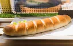 Φρέσκο υποβρύχιο σάντουιτς με το ζαμπόν, τυρί, μπέϊκον, ντομάτες, lett Στοκ εικόνες με δικαίωμα ελεύθερης χρήσης