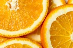 Φρέσκο υπόβαθρο φρούτων περικοπών πορτοκαλί, πολλά κομμάτια των πορτοκαλιών, μακρο στενή επάνω φωτογραφία Στοκ Εικόνες