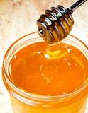 Φρέσκο χρυσό μέλι Στοκ εικόνες με δικαίωμα ελεύθερης χρήσης