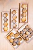 Φρέσκο ψημένο σπιτικό μπισκότο κουλουρακιών στα ξύλινα κιβώτια Στοκ Εικόνες