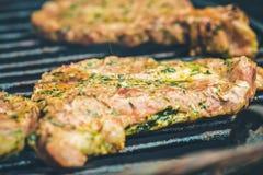 Φρέσκο ψημένο στη σχάρα κρέας ψημένη στη σχάρα βόειο κρέας Στοκ Εικόνες