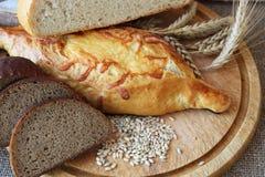 Φρέσκο ψωμί και διαφορετικοί τύποι στοκ φωτογραφία με δικαίωμα ελεύθερης χρήσης