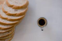 φρέσκο ψωμί και ψημένα αγαθά σε ξύλινο Στοκ Εικόνα