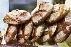 Φρέσκο ψωμί με την κρούστα στοκ εικόνες