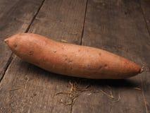 Φρέσκο batata στο ξύλο Στοκ Εικόνα