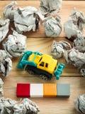 Φραγμοί λέξης με το έγγραφο σφαιρών αυτοκινήτων και απορριμμάτων παιχνιδιών Στοκ φωτογραφίες με δικαίωμα ελεύθερης χρήσης