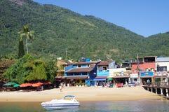 Φραγμοί και εστιατόρια στην παραλία στοκ εικόνες