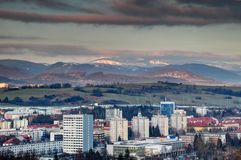 Φραγμοί και χιονώδης χαμηλή σειρά Σλοβακία πύργων Bystrica Banska Tatra Στοκ Φωτογραφία