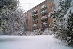 Φραγμοί κατοικίας της Ρήγας το χειμώνα Στοκ εικόνα με δικαίωμα ελεύθερης χρήσης