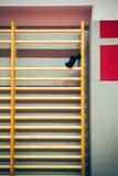 Φραγμοί τοίχων με το υψηλό τακούνι στοκ φωτογραφία με δικαίωμα ελεύθερης χρήσης
