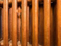 Φραγμοί του παλαιού θερμαντικού σώματος θέρμανσης χαλκού Στοκ φωτογραφίες με δικαίωμα ελεύθερης χρήσης