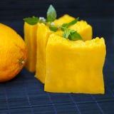 Φραγμοί του φυσικού πορτοκαλιού σαπουνιού στοκ φωτογραφίες