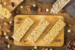 Φραγμοί Granola, φραγμοί muesli, πρωτεϊνικοί φραγμοί Στοκ φωτογραφία με δικαίωμα ελεύθερης χρήσης