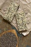 Φραγμοί Granola Chia και σουσαμιού Chia Στοκ εικόνα με δικαίωμα ελεύθερης χρήσης