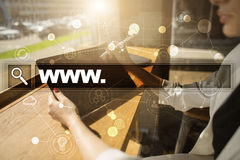 Φραγμός αναζήτησης με το κείμενο www ιστοσελίδας και συσκευή αναπαραγωγής πολυμέσων και σύνολο εικονιδίων Επιχείρηση, Διαδίκτυο κ Στοκ εικόνα με δικαίωμα ελεύθερης χρήσης