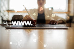 Φραγμός αναζήτησης με το κείμενο www ιστοσελίδας και συσκευή αναπαραγωγής πολυμέσων και σύνολο εικονιδίων Επιχείρηση, Διαδίκτυο κ Στοκ φωτογραφίες με δικαίωμα ελεύθερης χρήσης