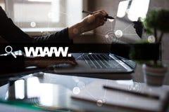 Φραγμός αναζήτησης με το κείμενο www Ιστοχώρος, URL Ψηφιακό μάρκετινγκ μπλε έννοια Διαδίκτυο χρώματος ανασκόπησης Στοκ Εικόνες