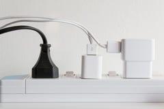 Φραγμός ηλεκτρικής δύναμης με πολλά βουλώματα Στοκ Φωτογραφίες