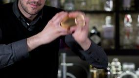 Φραγμός Ισπανία σερβιτόρων κοκτέιλ απόθεμα βίντεο