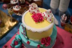 Φραγμός καραμελών και θαυμάσιο κέικ Στοκ Φωτογραφίες