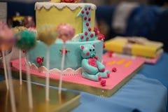 Φραγμός καραμελών και θαυμάσιο κέικ Στοκ Εικόνα