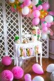 Φραγμός καραμελών στα ρόδινα χρώματα για ένα κόμμα παιδιών ` s στοκ φωτογραφία