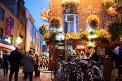 Φραγμός ναών τη νύχτα, Δουβλίνο, Ιρλανδία Στοκ φωτογραφία με δικαίωμα ελεύθερης χρήσης