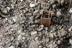 Φραγμός ράβδων χάλυβα στο ρύπο Στοκ φωτογραφία με δικαίωμα ελεύθερης χρήσης