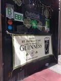 Φραγμός, σημάδι ημέρας Αγίου Πάτρικ ` s, NYC, Νέα Υόρκη, ΗΠΑ Στοκ Φωτογραφία
