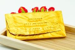 Φραγμός σοκολάτας που τυλίγεται στη χρυσή Ford Συμπίεση επιστολών τύπων Στοκ Εικόνα