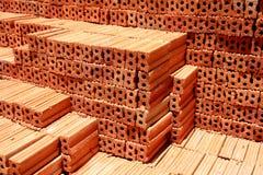 Φραγμός τούβλου στο κατοικημένο εργοτάξιο οικοδομής στοκ εικόνες