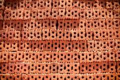 Φραγμός τούβλου στο κατοικημένο εργοτάξιο οικοδομής στοκ εικόνες με δικαίωμα ελεύθερης χρήσης