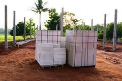 Φραγμός τούβλου palletsf για την κατασκευή Στοκ Εικόνα