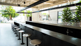 Φραγμός ύφους σοφιτών στον καφέ και το εστιατόριο Στοκ Φωτογραφία