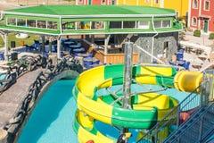 Φραγμός Aquapark και καλοκαιριού σε Kranevo στην ακτή Μαύρης Θάλασσας της Βουλγαρίας Στοκ φωτογραφία με δικαίωμα ελεύθερης χρήσης