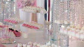 Φραγμός Kendi του γαμήλιου εστιατορίου φιλμ μικρού μήκους