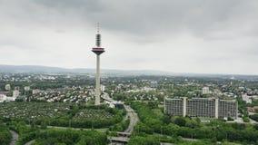 ΦΡΑΝΚΦΟΥΡΤΗ ΑΜ ΜΆΙΝ, ΓΕΡΜΑΝΙΑ - 29 ΑΠΡΙΛΊΟΥ 2019 Εναέριος πυροβολισμός του πύργου TV Europaturm και Deutsche Ομοσπονδιακή Τράπεζα στοκ εικόνες